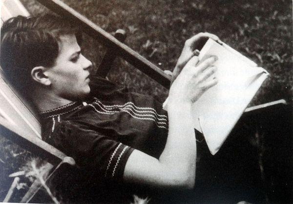 Bild: Sophie Scholl, um 1937.