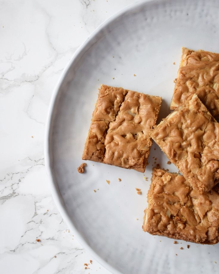 White chocolate and macadamia nut blondies. Lovely, chewy and nutty!