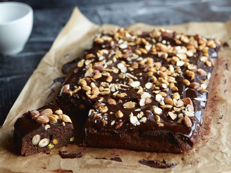 Brownies med tidernas godaste chokladkräm och nötter | Recept från Köket.se