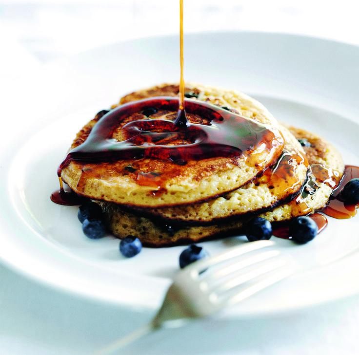 Her får du en nem opskrift på lækre, søde og svampede blåbærpandekager til dine stille morgener eller festlige fejringer.
