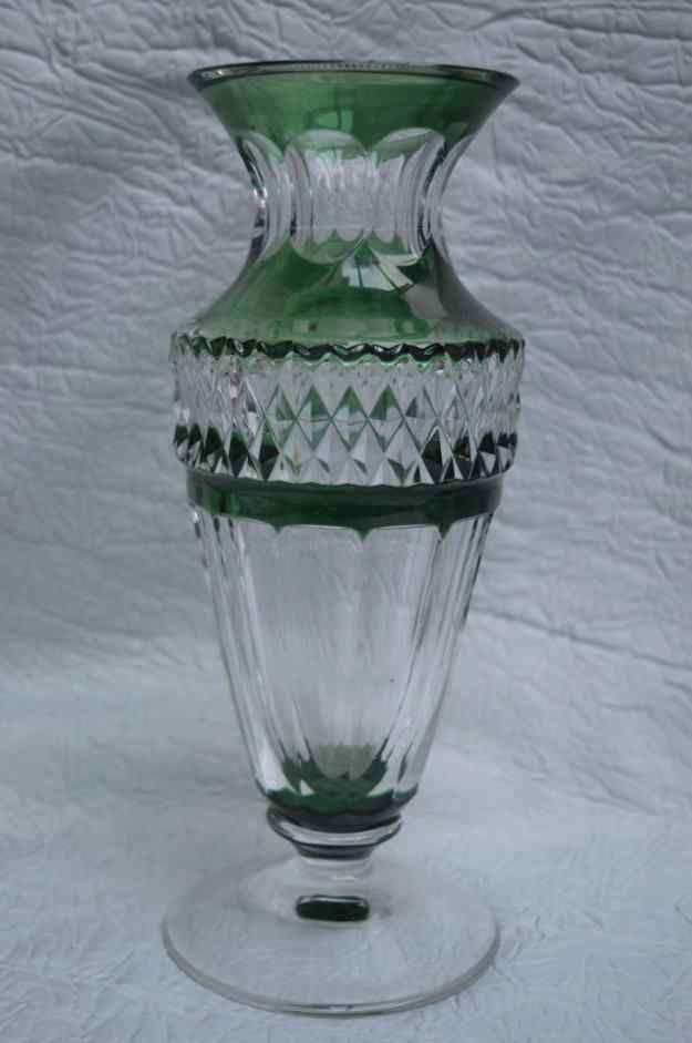 Vase En Cristal Taillé Du Val-Saint-Lambert. Signé.