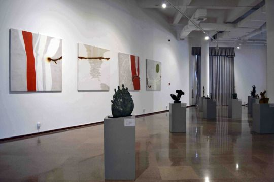 The paintings of Patricia Erbelding hanging in Qingdao Sculpture Art Museum, China  source - http://www.veryartspace.com/?post_type=expo&p=858  #painting #museum #china #quingdao #patriciaerbelding