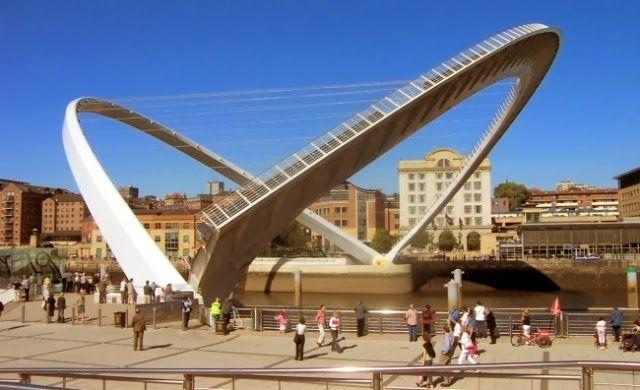 Ternyata Ada Jembatan Yang Bisa Miring Seperti Ini | tidakmenarik.com