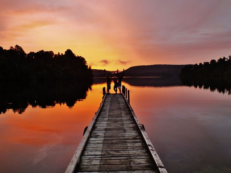 Sunset with good friends at Lake Mapourika!