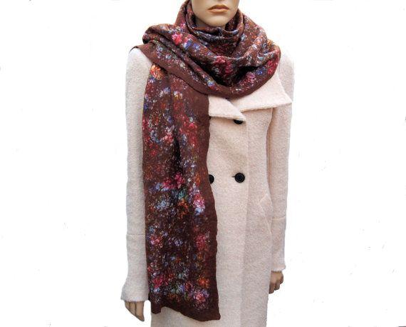 Sjaal bruin merinowol met een warme bloemenprint een door RiViDesign