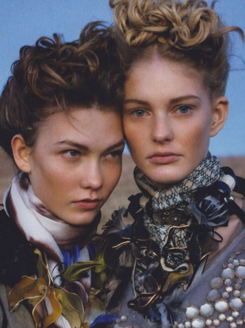 Странники, Карли Клосс и Патрисия ван дер Влиет сфотографировали Артур Элгорт для Vogue US март 2010
