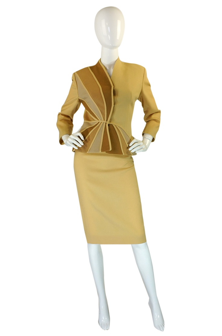 1940s Lilli Ann Fitted Swirl Crepe Suit - Such a classic that you could wear it today!