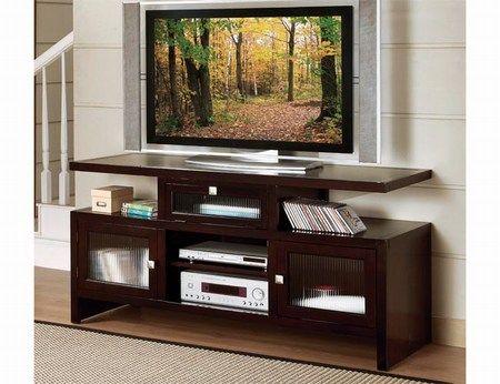 A estas alturas, casi todo el mundo tiene un flamante televisor de plasma o LCD con gran pantalla plana. El problema que suelen presentar estas teles es el siguiente: ¿cómo las integro en la decora...