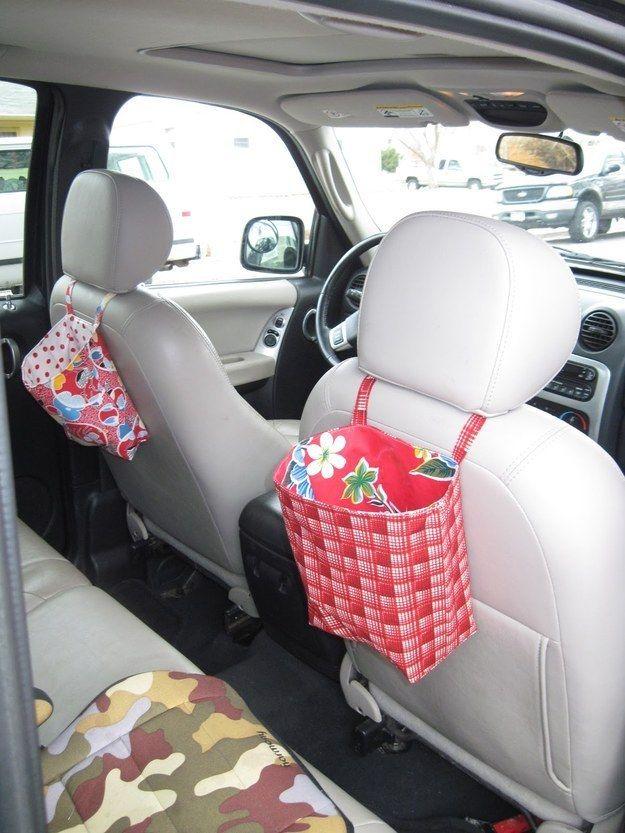 Dale a tu niño su propio contenedor de basura para viajes por carretera largos. | 40 Trucos inteligentes para tener organizados a tus niños