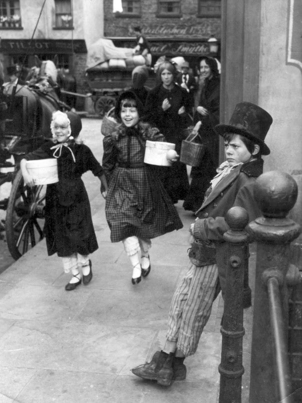 Childhood in Victorian England and Charles Dickens' novel