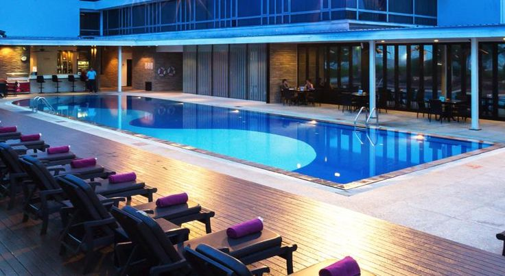Eastin Hotel Makkasan, Bangkok Bangkok Located in the heart of Bangkok's commercial district, Eastin Hotel Makkasan provides deluxe accommodation and 4-star facilities like a rooftop lounge. It offers free in-room internet and 2 dining options.