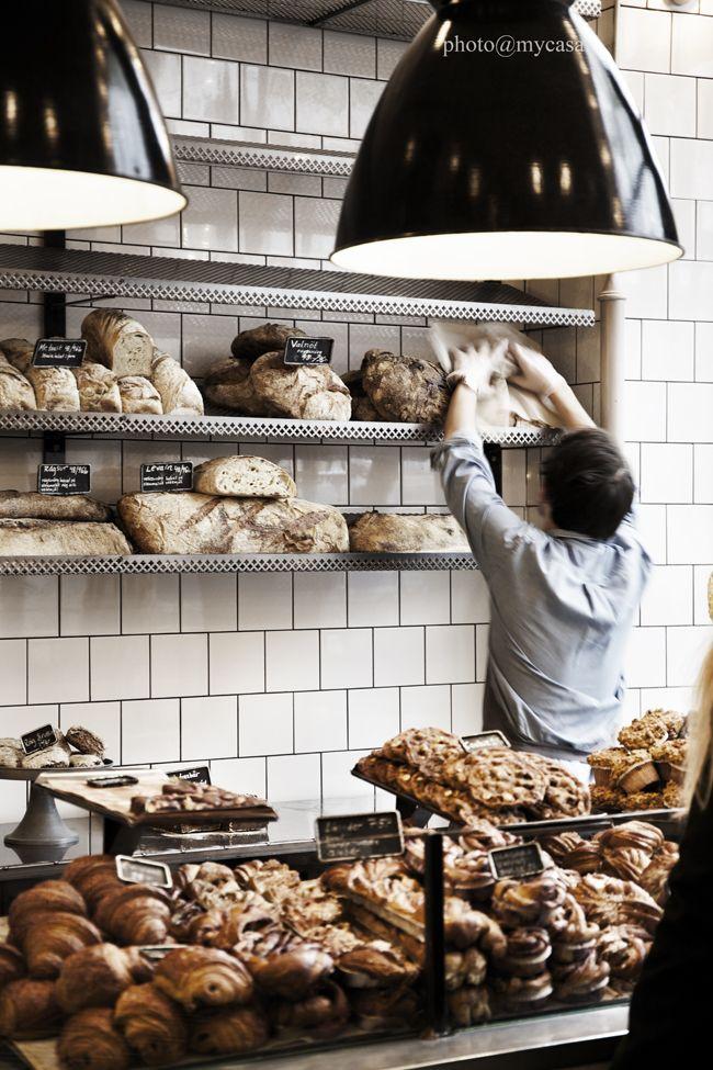 Träffade dotter´n idag på ett av de bästa fiken i stan   nämligen stenugnsbageriet Fabrique, som finns på lite olika adresser i Stockholm. Alla med helt fantastiskt gott bröd     & alla med lika...