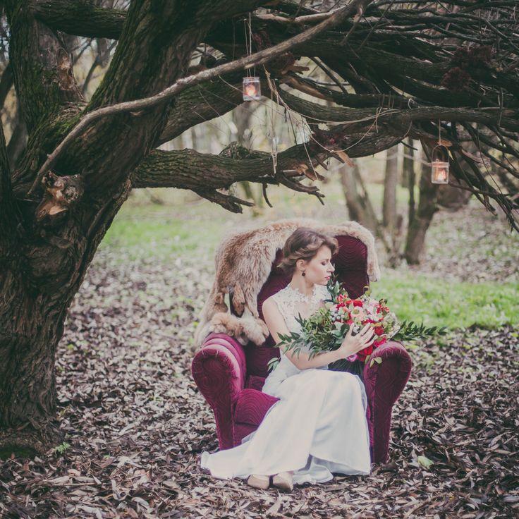 Уже полноправно вступил в свои права август, а это значит, что пора задуматься об осенних свадьбах в которых можно позволить себе такие сложные и благородные оттенки, как оттенки вина.
