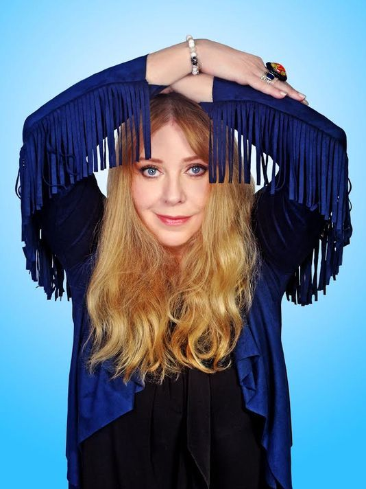 Check out this piece on #MaxsIcon Bebe Buell's recent shows at Joe's Pub. Were you there? http://www.showbiz411.com/2017/04/05/bebe-buell-muse-to-rock-stars-rocks-her-own-life-at-joes-pub-with-charm-and-guile