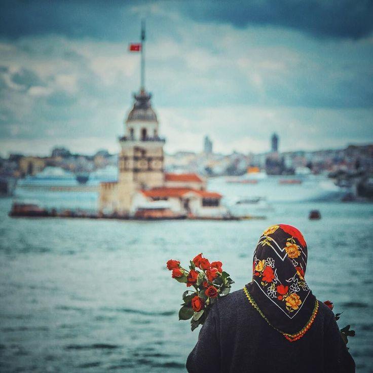 O'na minik minik kuleler alın ya da en güzeli çiçek alın  #istanbul 2016