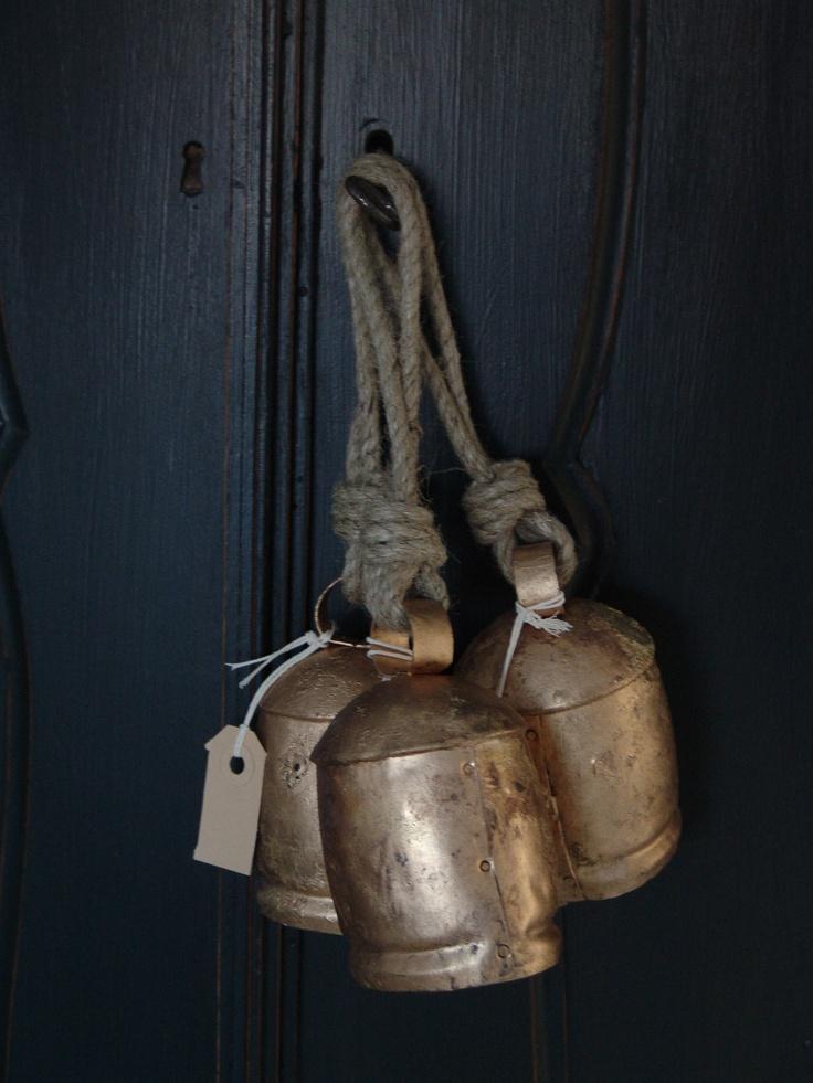 Oude koperen bellen  www.facebook.com/DenBestenstyling  www.denbestenstyling.nl