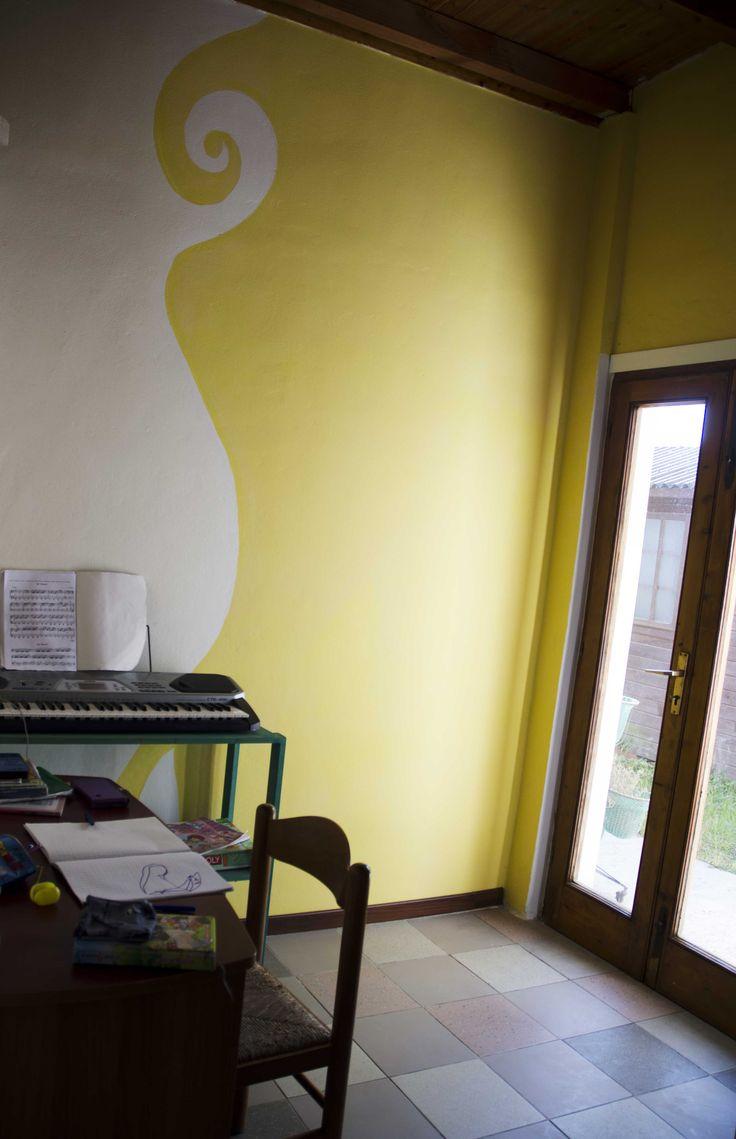 cameretta con parete bicolore