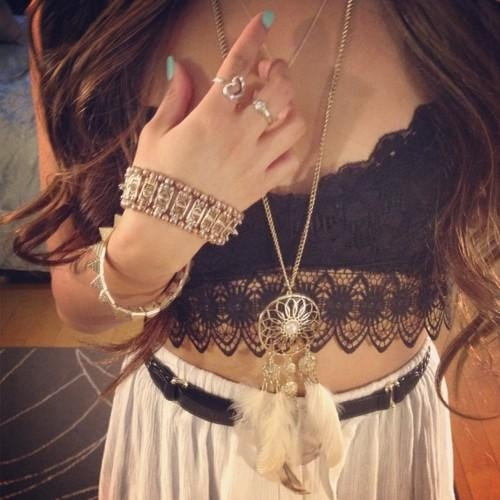 Rocking the crop top-high waist: Black Lace, Outfits, Boho Chic, Lace Tops, Headband, Style, Crop Tops, Dreams Catcher, Necklaces