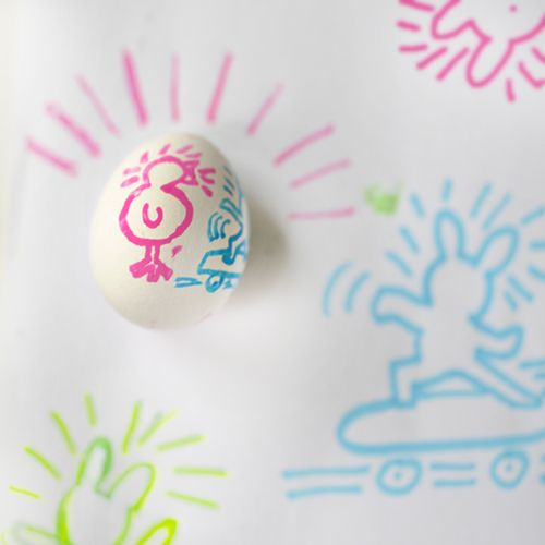 Easter Egg Inspiration | draw Keith Haring inspired Easter drawings with chalk markers on eggs | willowday