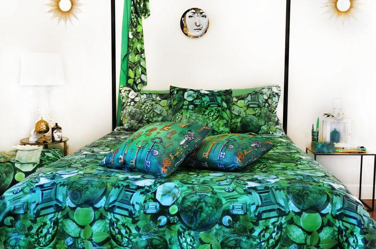Emerald Green Duvet Cover & Pillow Shams from Paradis Maison www.paradismaison.com #decor #emeraldgreen #greeninteriors