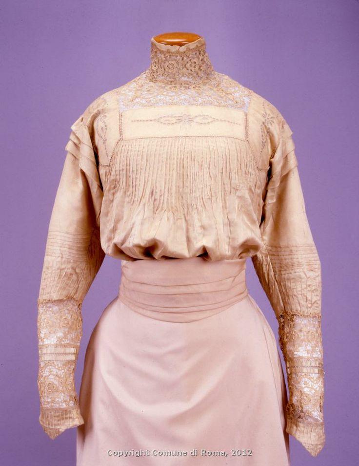 Camicetta, 1905-1910 circa, raso di seta color avorio con inserti di merletto ad ago e di ricamo sangallo