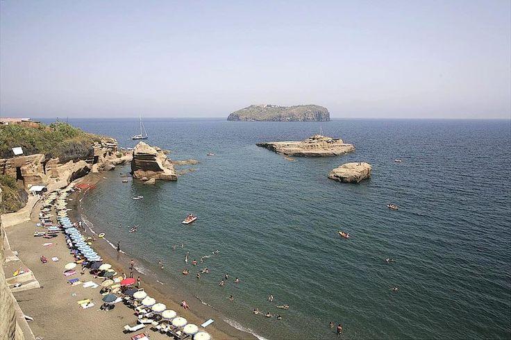 LE FOTOGRAFIE DI VENTOTENE - la plage de Cala Nave avec l'ile Santo Stefano en arrière plan