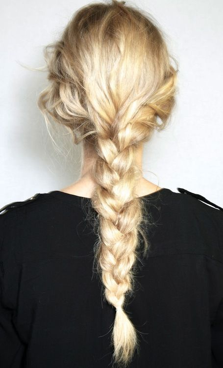 Cute and messy braid hair inspiration.