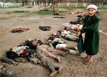 """В 1994 г. осенью для мирного населения Чеченской Республики война казалась еще чем-то немыслимым и невозможным, хотя танки уже потянулись к нам, а самолеты начали """"плеваться"""" бомбами и ракетами. Первыми в г. Грозном погибли русские старики-герои, воевавшие против фашизма, и погибшие от того, что на их дом сбросил бомбу российский военный самолет. Это случилось поздно ночью. Соседи, которые жили на нижних этажах, смогли убежать, а старики не успели. Они жили на самом верхнем этаже."""