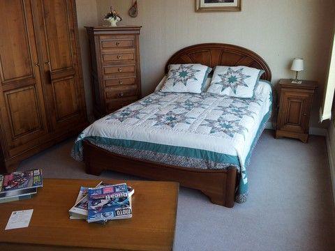 Les 25 meilleures id es concernant chambre en merisier sur - Comment arreter une saisie de meuble ...