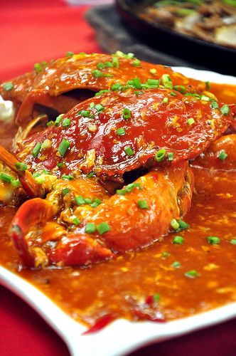 Chili crab / Singapore street food - had this when I was there in 2009 - so messy and yummy!
