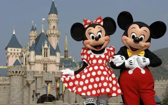 Hurricane Matthew causes Disney World to close its gates only for the fourth time since the park opened in 1971.  http://us.blastingnews.com/news/2016/10/disney-world-closes-for-the-fourth-time-in-its-45-year-history-because-of-hurricane-001167127.html