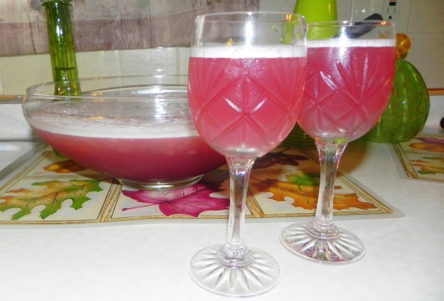 Pomegranate Frost----This is so delicious, tart and a fresh new drink ...