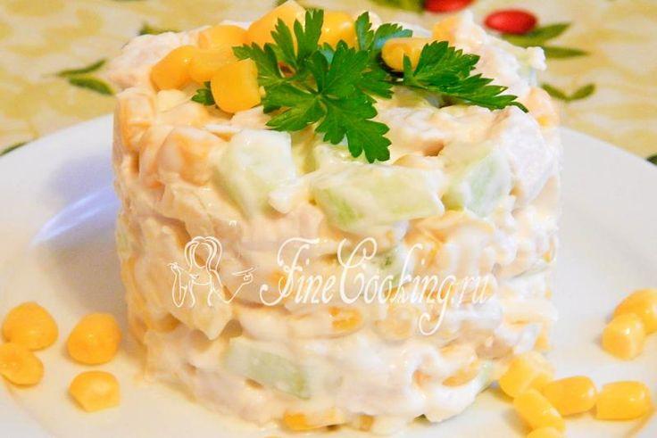 Салат с курицей, ананасами и кукурузой - рецепт с фото http://finecooking.ru/recipe/salat-s-kuricej-ananasami-i-kukuruzoj