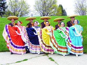 Algo contrario sucede en Guadalajara donde la vestimenta típica de las mujeres no es una falda sino una manta de varias capas que va hasta el tobillo y que es adornada con bordados a mano en punto cruz. La falda tiene muchos pliegues en la parte delantera y la blusa es de cuello alto. Además, se adornan el cabello con lanas de colores.