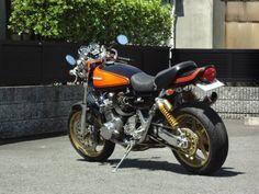 """Custom Kawasaki Z series   Öhlins rear suspensions   Clip-on bars   17"""" rims"""