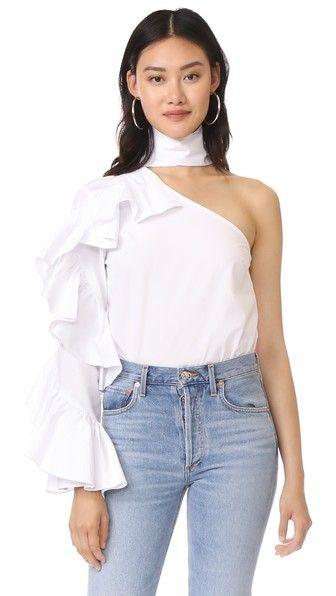 ¡Consigue este tipo de top manga larga de Style Mafia ahora! Haz clic para ver los detalles. Envíos gratis a toda España. Style Mafia Jensa Top: This crisp Style Mafia one-shoulder top is styled with voluminous ruffles. Wide ties wrap around the neck. Long sleeve. Fabric: Poplin. 100% cotton. Dry clean or wash cold. Imported, Korea. Measurements Length: 26in / 66cm, from shoulder Measurements from size L (top manga larga, mangas largas, long sleeve, long sleeved, long sleeves, langärmlige...
