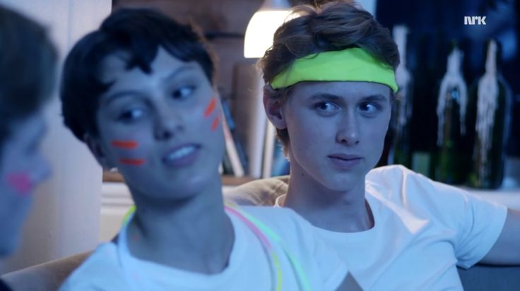 """tiny detail that i love: while emma is trying to defend herself after her """"jeg elsker homser! de er søte"""" nonsense the camera/isak is not focusing on her at all. isak is focusing on even because that's who he is listening to and the lesson he's..."""