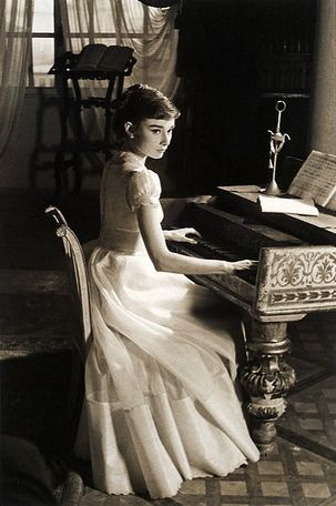 Audrey Hepburn was so beautiful shes one of the people i would of loveed to meet