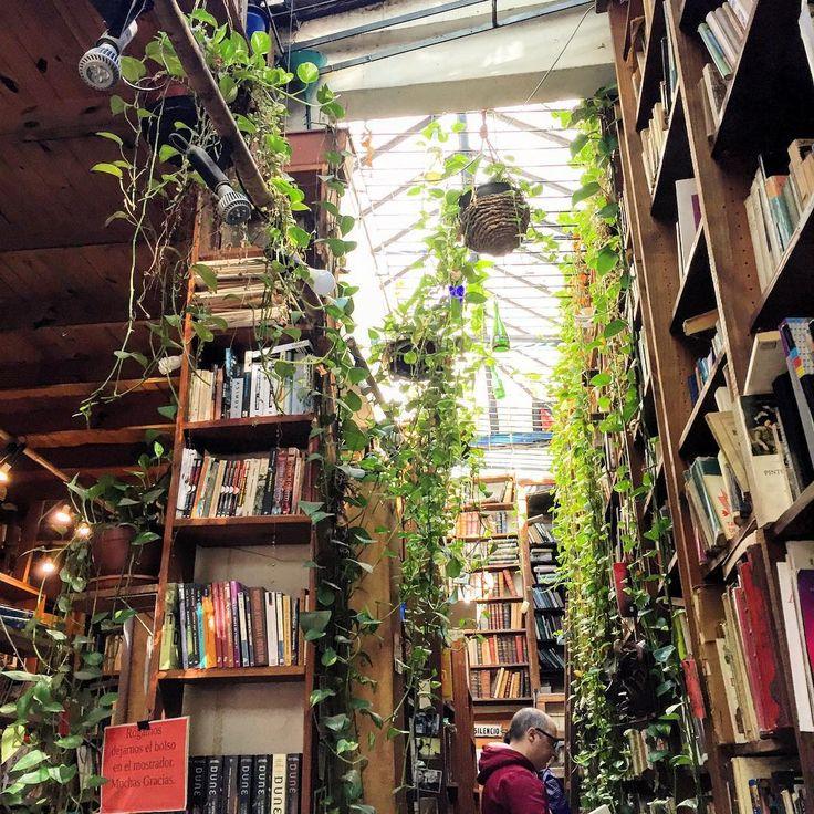 """24 Likes, 5 Comments - Gaby López Gallardo (@gabychas) on Instagram: """"Librería Babilonia, de las más lindas que vi en #Montevideo #Uruguay #Librerías #libros #Bookstore…"""""""