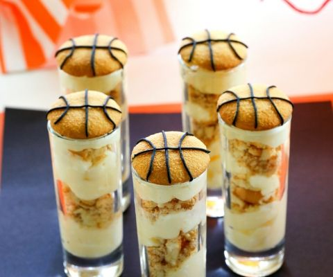 Vanilla+Pudding+Shooters+-+layers+of+vanilla+pudding+and+crushed+up+Nilla+wafers+make+for+some+easy+basketball+treats.+www.the-girl-who-ate-everything.com