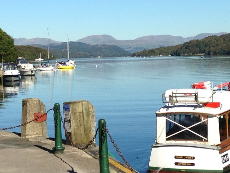 Nice day for a sail in Lake Windermere x