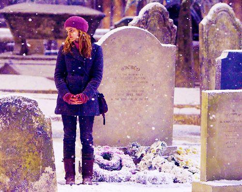 harry potter: Hermione Styles Harry Potter, Hollow Graveyards, Graveyards Scenes, Close Ties, Harry Potter Hermione, Winter Outfit, Harry Potter Styles, Harry Freaking Potts, Christmas Harry