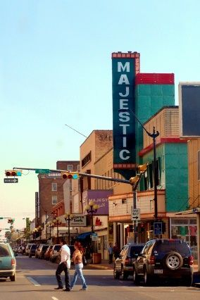 Google Image Result for http://www.texasescapes.com/TOWNS/Brownsville/BrownsvilleTexasMajesticTheatre207KRudine5.jpg