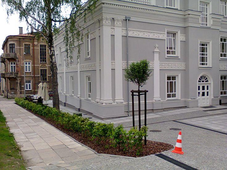 Gardening / landscaping.  Willa Hueta, Kielce, ul Słowackiego po renowacji. Zieleń Firma Green Point Kielce Ogrody.