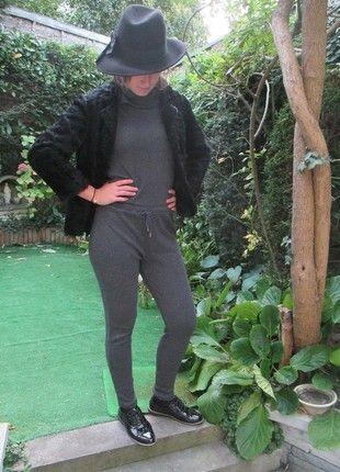 À vendre sur #vintedfrance ! http://www.vinted.fr/mode-femmes/combinaisons/54625593-combinaison-zara-grise-dinterieur-ou-exterieur-decontractee-col-original-en-coton-taille-36