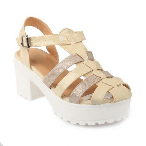 Sandales de plage vernis à talons beige #sandales #plage #shoes #chaussuresverni #meduses #summer #été #tendance  #lamodeuse