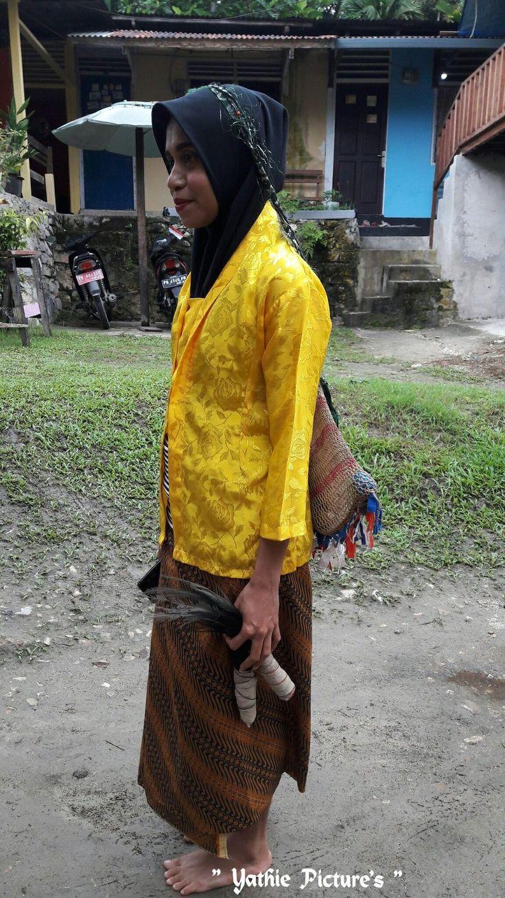 Pakaian Adat Papua Tts
