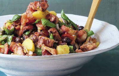 Deliciosa salada mediterrânea de polvo