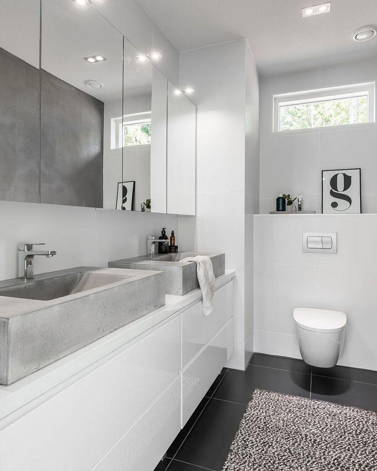 Modernin kylpyhuoneen mustavalkoinen tyyli
