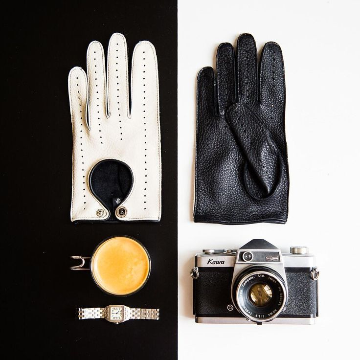 Black & white - timeless classic.  Whatever your style is, we have gloves for you!  Ph. by @janabauerova